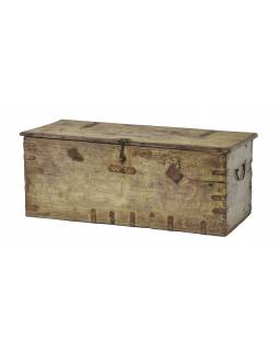 Stará truhla z teakového dreva, zdobená kovaním, 81x33x32cm