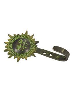 """Vešiačik slnko, """"Tribal Art"""", zelená patina, mosadz, jeden háčik, 11cm"""