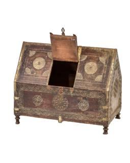 Antik drevená truhlička z Rádžasthánu v Indii, 67x37x54cm