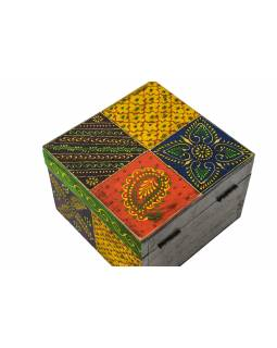 Ručne maľovaná drevená truhlička, multifarebná 18x18x12,5cm
