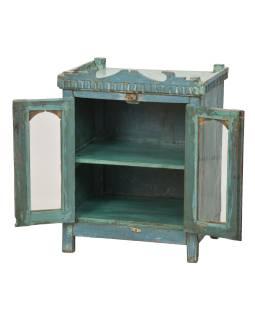Presklená skrinka z teakového dreva, tyrkysová patina, plechové boky, 56x41x70cm