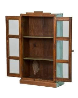 Presklená skrinka z teakového dreva, tyrkysová patina, 58x26x107cm