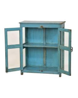 Presklená skrinka z teakového dreva, tyrkysová patina, 82x38x101cm
