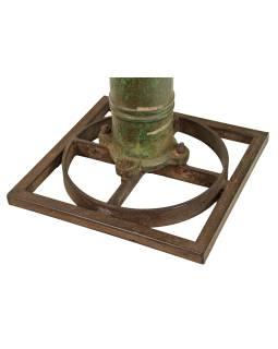 Stolík z teakového dreva a liatinové pumpy ,, 50x50x50cm