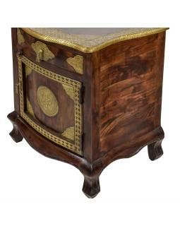 Noční stolek z palisandru, zdobený mosazným kováním, 50x40x61cm