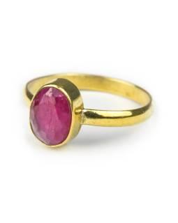 Prsten vykládaný rekonstruovaným rubínem, broušený, postříbřený (10µm)