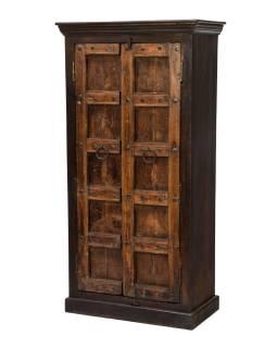 Skříň z mangového dřeva se starými dveřmi, 80x43x159cm