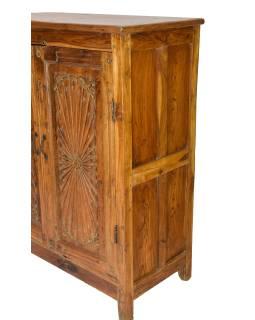 Starožitná skříň z teakového dřeva, ručně vyřezávaná, 95x48x122cm