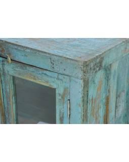 Prosklená skříňka z antik teakového dřeva, tyrkysová patina, 75x41x93cm